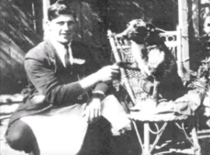 """Kadr z filmu """"Bluey, oldest dog ever lived"""" /An Encyclopedia /YouTube"""
