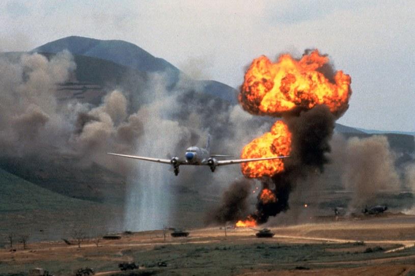 """Kadr z filmu """"Diên Biên Phu"""" z roku 1992. Reż. Pierre Schoendoerffer /East News"""