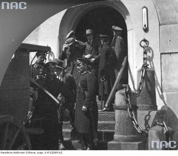"""Kadr z filmu """"Dziesięciu z Pawiaka"""" /Z archiwum Narodowego Archiwum Cyfrowego"""