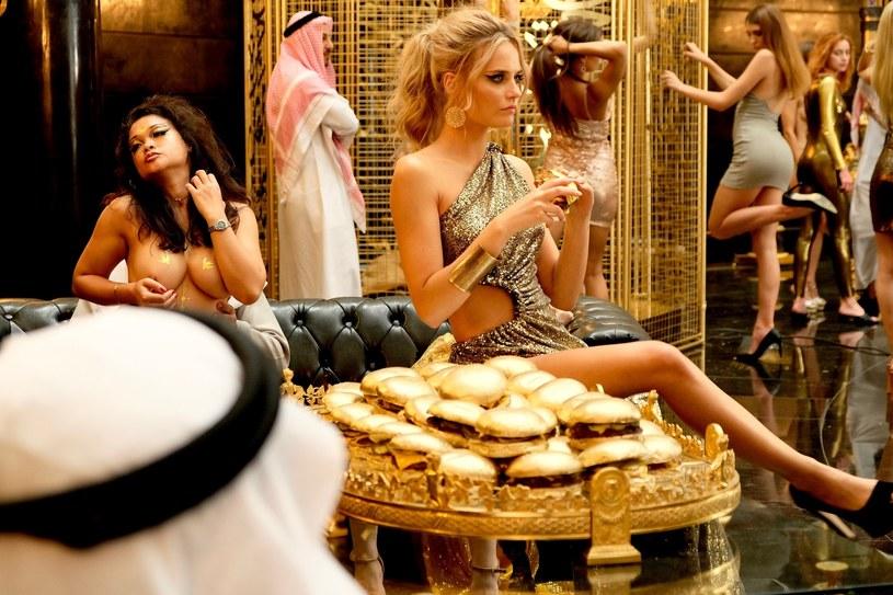 """Kadr z filmu """"Dziewczyny z Dubaju"""" /Aleksandra Mecwaldowska /materiały prasowe"""