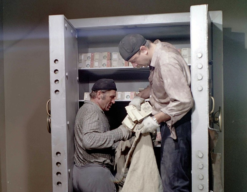 """Kadr z filmu """"Hazardziści"""" w reżyserii Mieczysława Waśkowskiego /East News"""