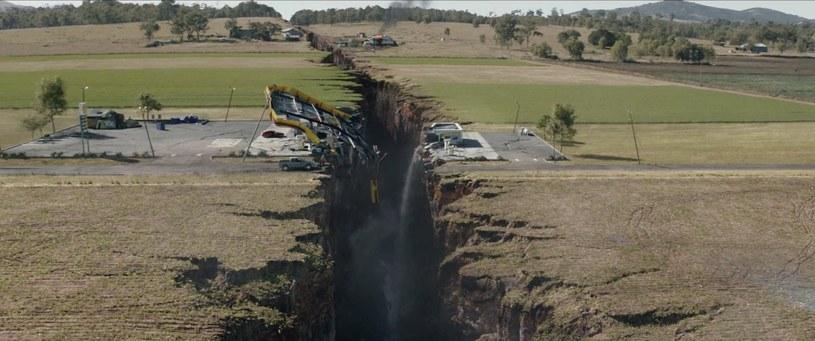 """Kadr z filmu katastroficznego """"San Andreas"""", w którym uskok tektoniczny San Andreas odgrywa kluczową rolę /materiały prasowe"""