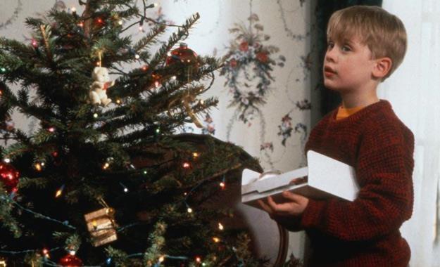 """Kadr z filmu """"Kevin sam w domu"""" - to ulubiona świąteczna komedia familijna Polaków /materiały prasowe"""
