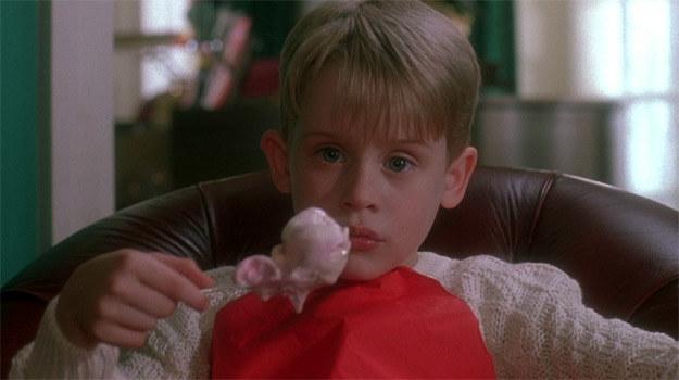 """Kadr z filmu """"Kevin sam w domu"""" /materiały prasowe"""