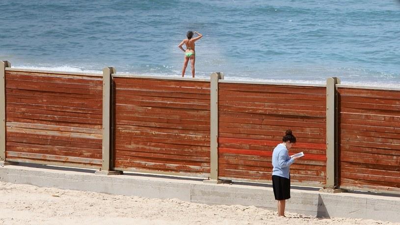 """Kadr z filmu """"Koszerna plaża"""" /materiały prasowe"""