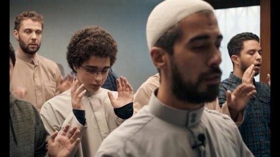 """Kadr z filmu """"Młody Ahmed"""" /materiały prasowe"""