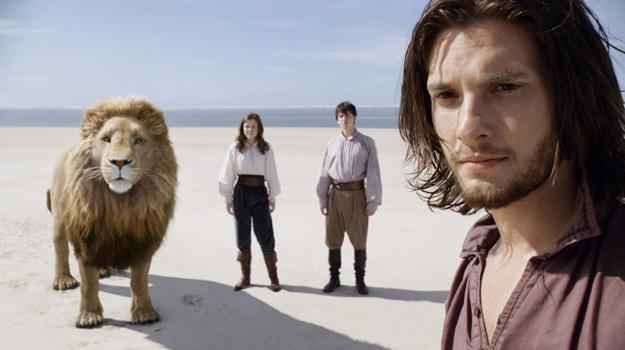 """Kadr z filmu """"Opowieści z Narnii: Podróż Wędrowca do Świtu"""" /The New York Times"""