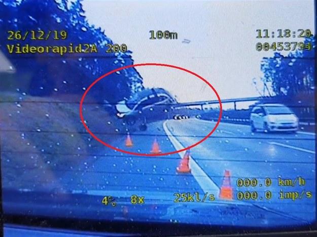 Kadr z filmu opublikowanego na Facebooku przez Komisariat Autostradowy Policji w Krakowie /Komisariat Autostradowy Policji w Krakowie /Zrzut ekranu