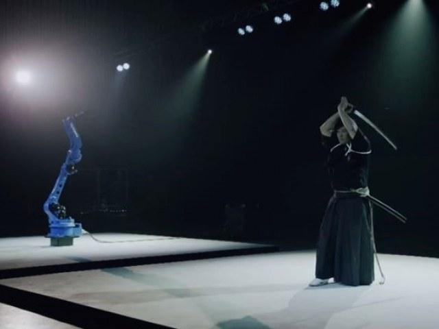 Kadr z filmu pokazującego, co potrafi robot /materiały prasowe