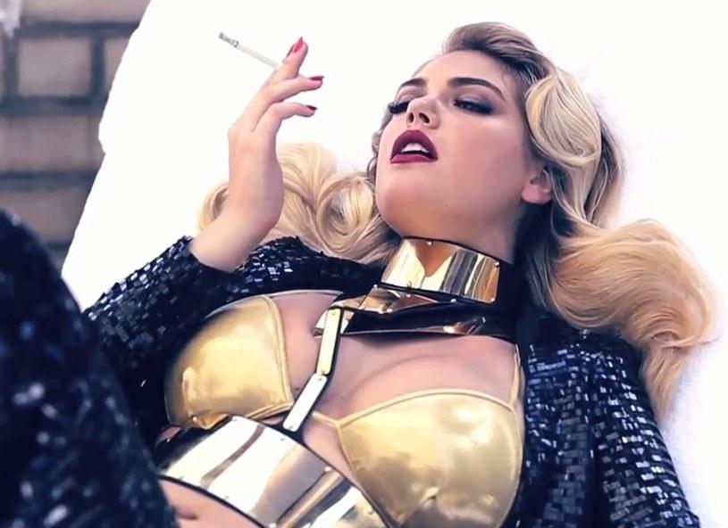 Kadr z filmu reklamującego sesję Kate dla Vogue Italia /YouTube