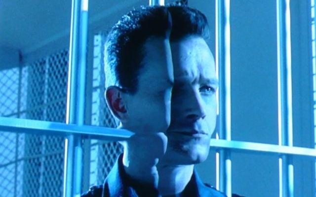 """Kadr z filmu """"Terminator 2"""" /materiały prasowe"""
