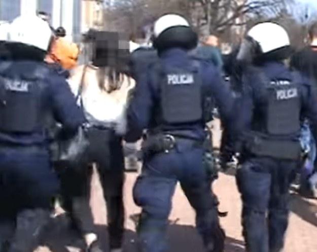 Kadr z filmu, udostępnionego przez policję /