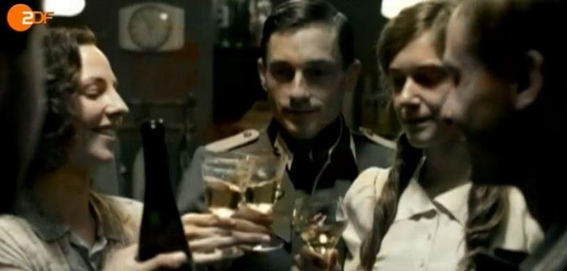 """Kadr z filmu ZDF """"Nasze matki, nasi ojcowie"""" /materiały prasowe"""