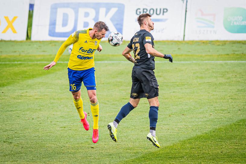 Kadr z meczu Stomil Olsztyn - Arka Gdynia /KACPER KIRKLEWSKI / 400mm.pl /Newspix
