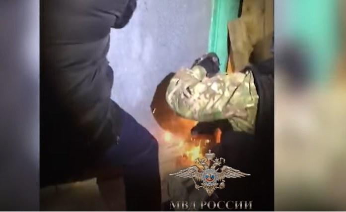 Kadr z nagrania akcji uwolnienia chłopca /YouTube /