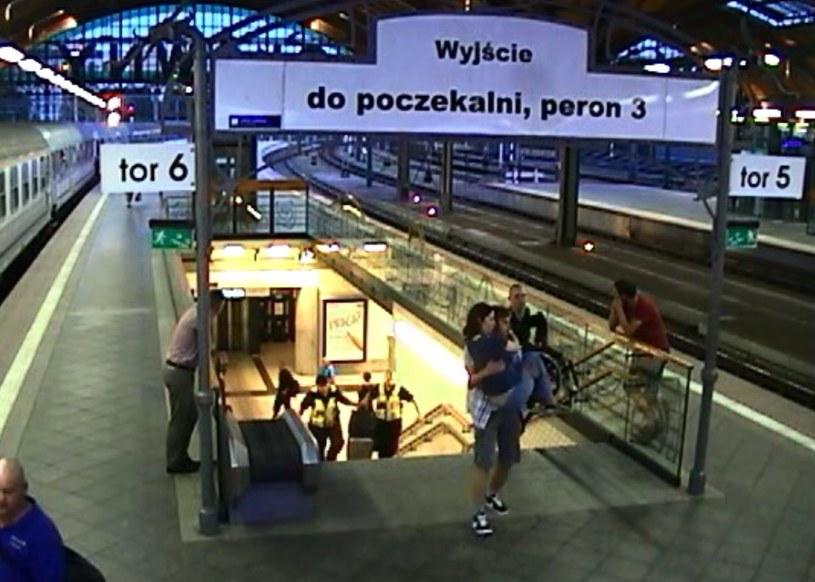 Kadr z nagrania z monitoringu, źródło:PKP /INTERIA.PL