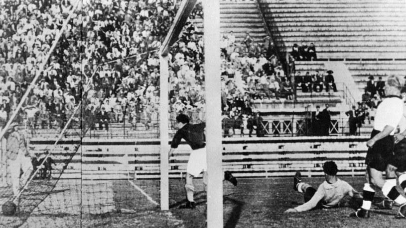 Kadr z pófinałowego meczu Czechosłowacja - Niemcy na mundialu w 1934 roku w Rzymie /Newspix