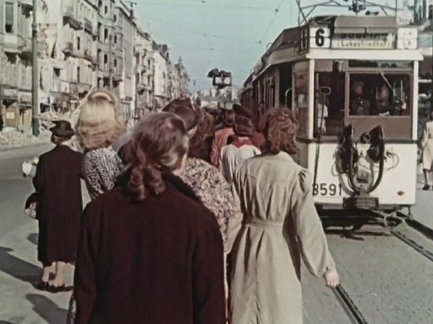 """Kadr z serialu """"Kroniki Hitlera"""" /materiały prasowe"""