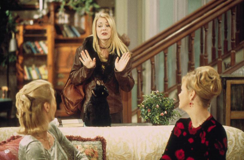 """Kadr z serialu """"Sabrina, nastoletnia czarownica"""" /AKPA"""