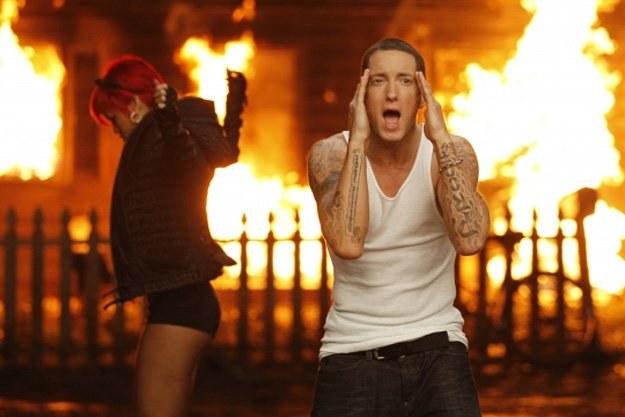 Kadr z teledysku Eminema i Rihanny /