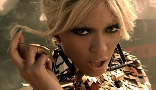 "Kadr z teledysku ""Run The World"" Beyonce /"