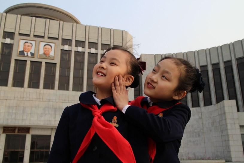 """Kadr ze zrealizowanego w Korei Północnej filmu dokumentalnego """"Pod opieką wiecznego słońca"""" /materiały prasowe"""