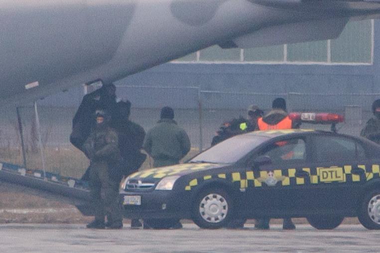 Kajetan P. został przetransportowany do Warszawy wojskową Casą /Krystian Maj/FORUM  /Agencja FORUM