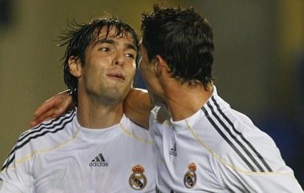 Kaka (z lewej) i  Cristiano Ronaldo ma MŚ zagrają przeciwko sobie. /AFP
