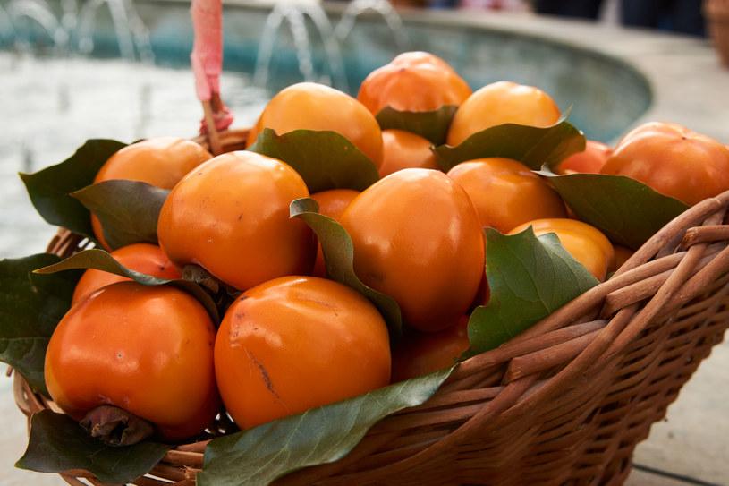 Kaki ma kształt nieco podobny do pomidora /123RF/PICSEL