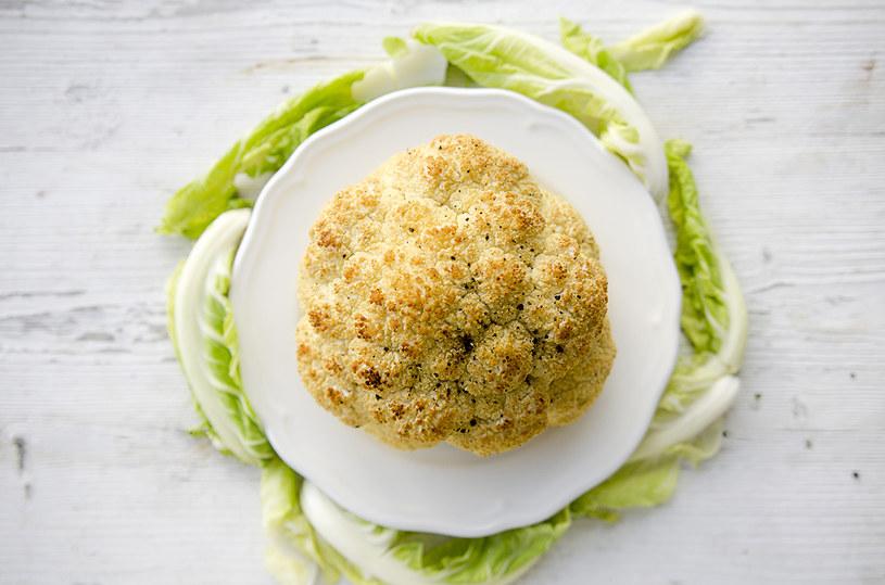 Kalafior pieczony to zdrowa przekąska i doskonały dodatek do obiadu /INTERIA.PL
