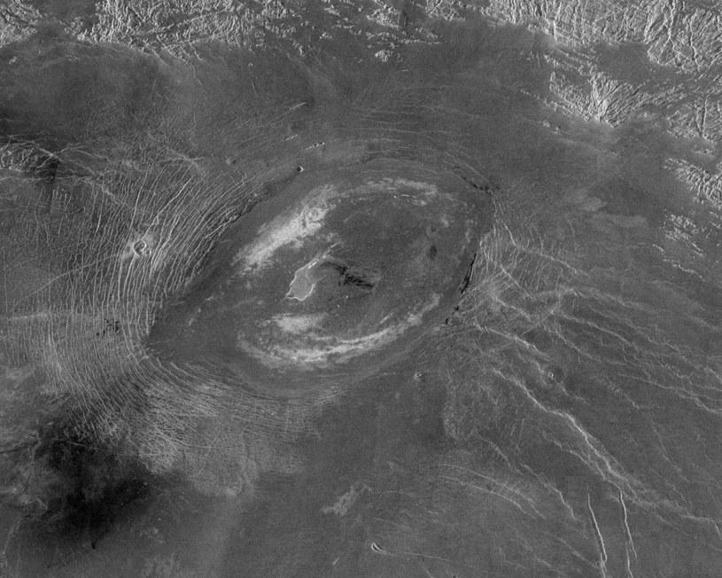 Kaldera wulkaniczna na Wenus /NASA