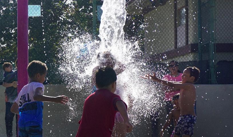 Kalifornia: Dzieci chłodzą się wodą /AFP