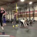 Kalifornia: Kobieta i jej pies wspólnie trenują crossfit