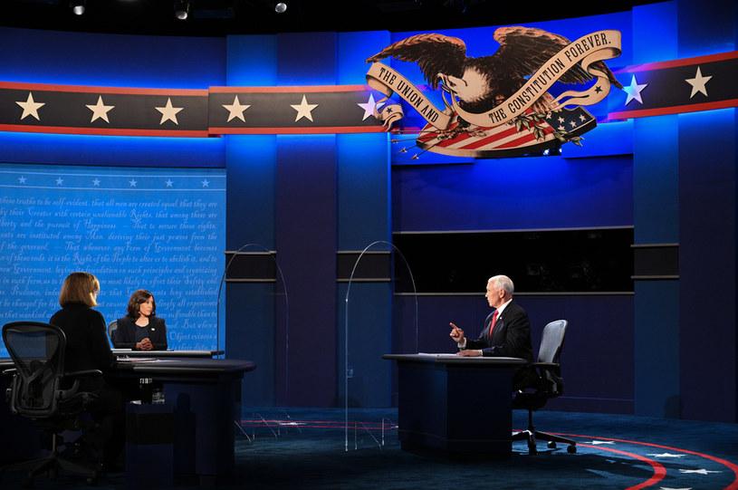 Kamala Harris i Mike Pence podczas debaty wiceprezydenckiej w USA /ROBYN BECK /AFP