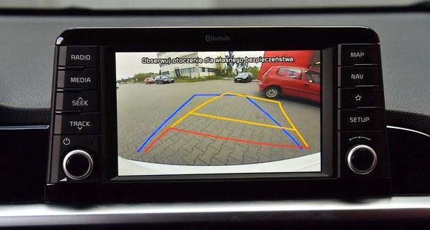 """Kamera cofania wchodzi w skład pakietu z nawigacją i 7"""" ekranem dotykowym. /Motor"""