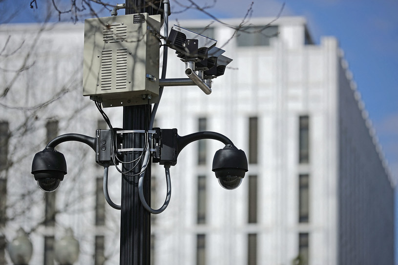 Kamera monitoringu, zdjęcie ilustracyjne /CHIP SOMODEVILLA / GETTY IMAGES NORTH AMERICA / Getty Images via AFP /AFP