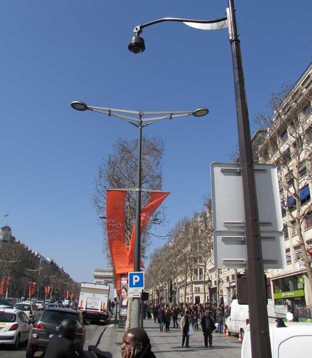 Kamera zainstalowana na ulicy Paryża /RMF