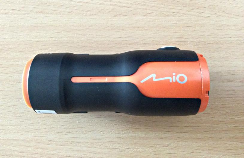 Kamerę Mio MiVue M350 obsługuje się jednym przyciskiem. Wbrew pozorom nie należy to do najprostyszych /INTERIA.PL