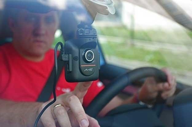 Kamery i nawigacje to najchętniej kupowane urządzenia /Motor