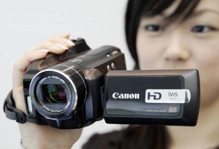 Kamery wracają do łask - warto zatem zastanowić się nad zakupem tego typu urządzenia /AFP