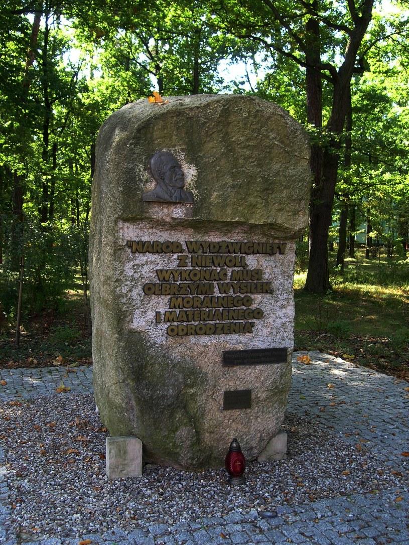Kamień pamiątkowy poświęcony prezydentowi Ignacemu Mościckiemu /Krzysztof Chojnacki /East News