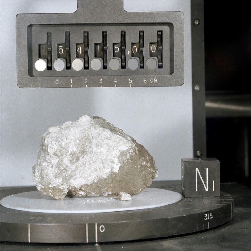 """""""Kamień Początku"""" przywieziony przez misję Apollo 15 /NASA"""