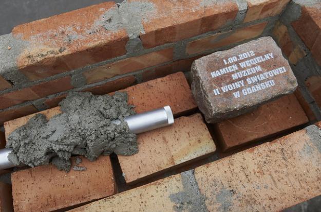 Kamień węgielny i urna z aktem erekcyjnym pod budowę Muzem II Wojny Światowej , fot. A. Warżawa /PAP
