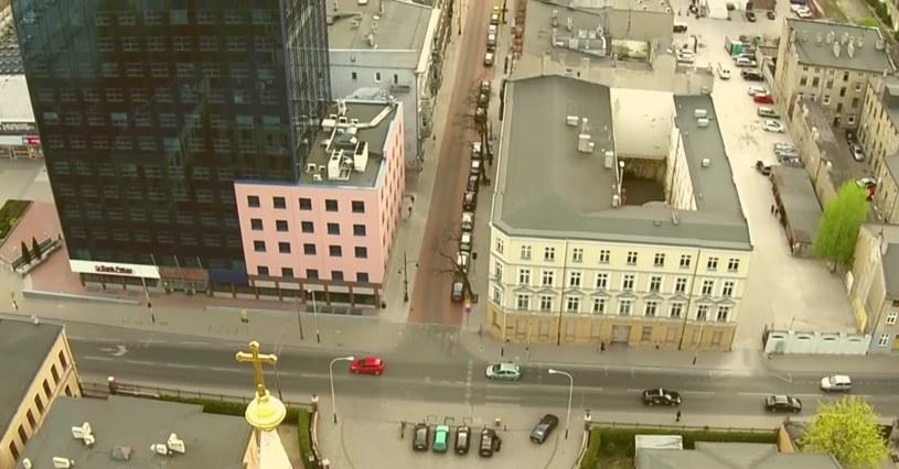 Kamienica przy ul. Roosevelta 18 w Łodzi (źródło: youtube.com) /