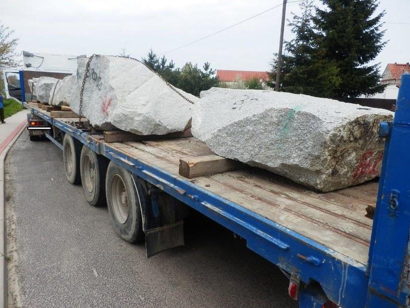 Kamienne bloki zabezpieczono w sposób prowizoryczny /ITD