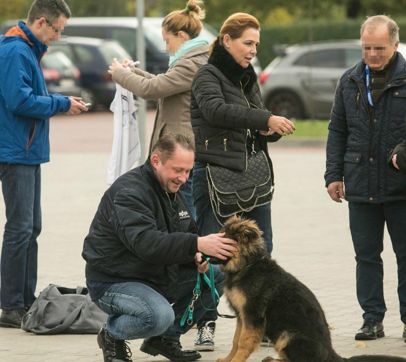 Kamil Durczok na spacerze z psem /Katarzyna Zaremba /East News