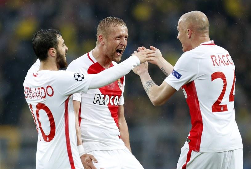 Kamil Glik (C) w meczu z Borussią Dortmund /Friedemann Vogel /PAP/EPA