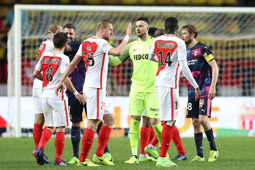 Kamil Glik świętuje z kolegami zwycięstwo nad Girondins Bordeaux /AFP