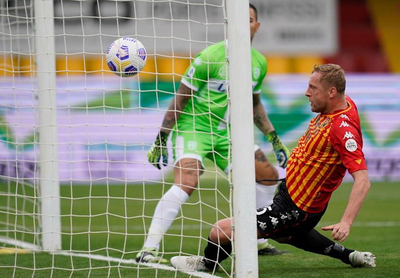 Kamil Glik trafił do siatki w czasie meczu z Parmą /Mario Taddeo /PAP/EPA
