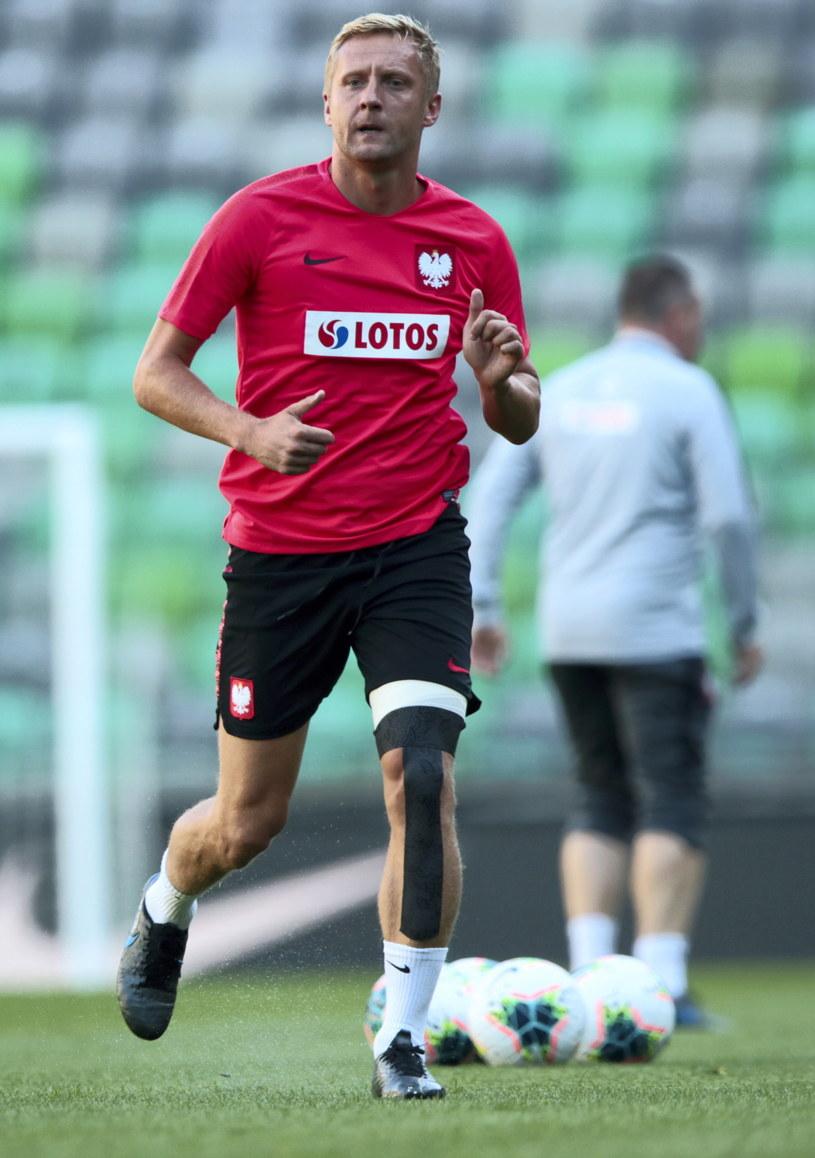 Kamil Glik trenował przez chwilę z kadrą w czwartek, ale stan jego lewej nogi nie pozwala na występ / Leszek Szymański    /PAP